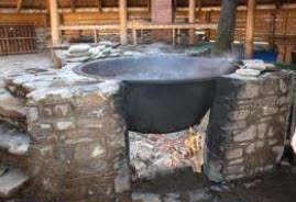 Чан с горячей водой в бане. Фото