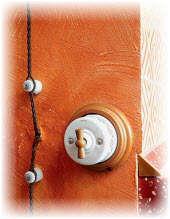 электропроводка в деревянной  бане и сауне. Фото