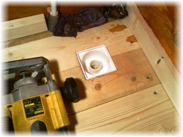 Монтаж сливного трапа для воды в бане. Фото Инструкция
