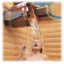 Обливание холодной водой в бане