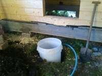 Колодец для входного узла воды в баню. Фото