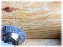 шлифование сруба бани болгаркой и щеткой для дерева