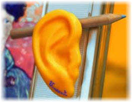 Карандаш за ухом. Фото